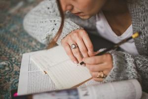 femme-qui-ecrit